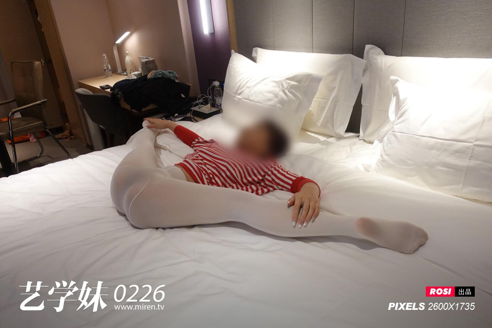 艺学妹0226套装 衣服+丝袜